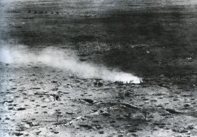 Газовая атака французов (1916 г.).jpg