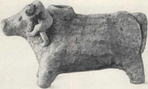Фигурная ваза в виде быка с акробатом из гробницы в Мессаре. Начало II тыс. до н. э..jpg