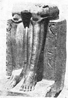 Нижняя часть статуи времени Среднего царства. На пьедестале надпись с именем царя Хиана..jpg
