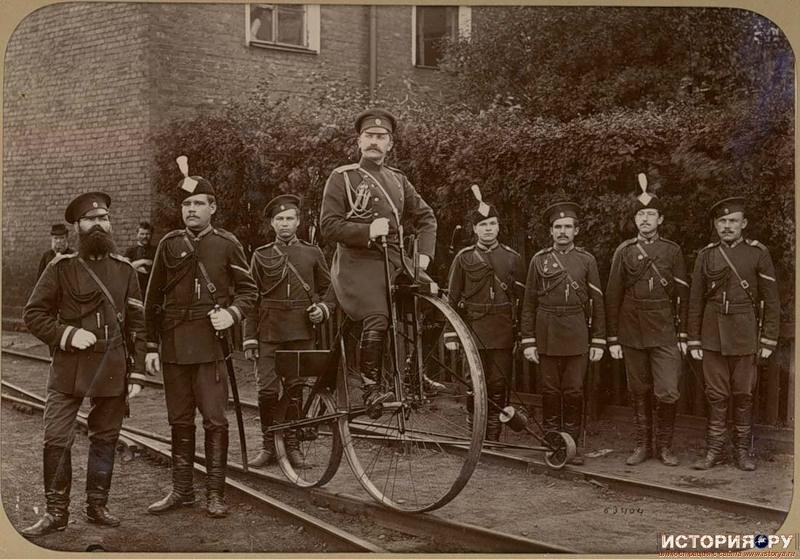 Российские жандармы опробуют ж/д велосипед, 1890г