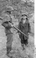 Bundesarchiv_Bild_101III-Niquille-066-18A,_Russland,_Festnahme_von_Partisanen.jpg