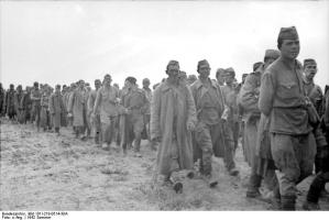 Bundesarchiv_Bild_101I-218-0514-30A,_Russland,_sowjetische_Kriegsgefangene.jpg